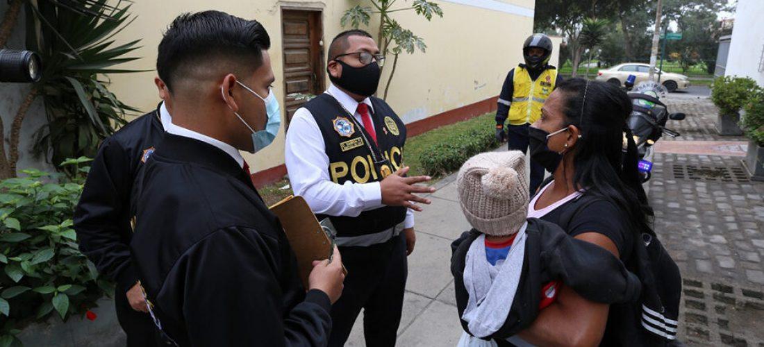 fiscalizadores-de-la-molina-y-policia-rescataron-a-diez-ninos-de-la-calle-960x480